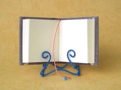 ノート部分の共通画像です。表紙の柄と栞紐の色などは変わります。