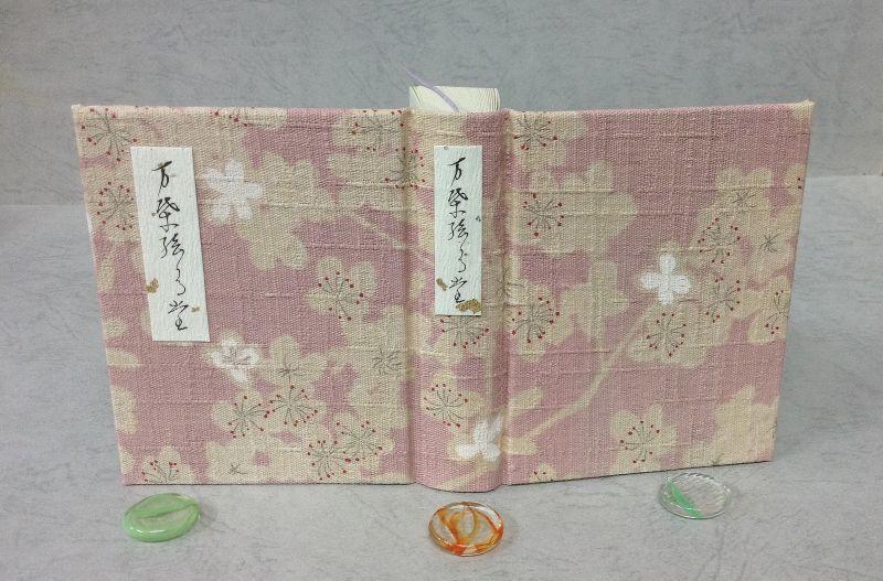 """""""万葉の桜"""" 「万葉集名歌100選絵歌留多」を上製本で復刻"""