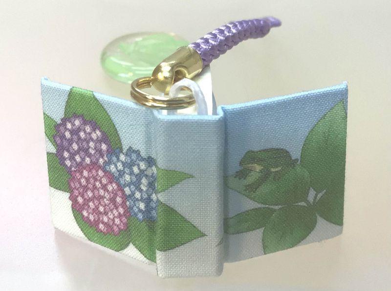 ◎紫陽花とアマガエル の「豆ノ-トストラップ」